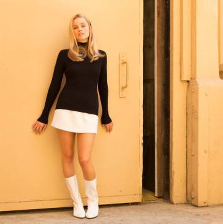 Margot Robbie, caraterizada como Sharon Tate no filme.