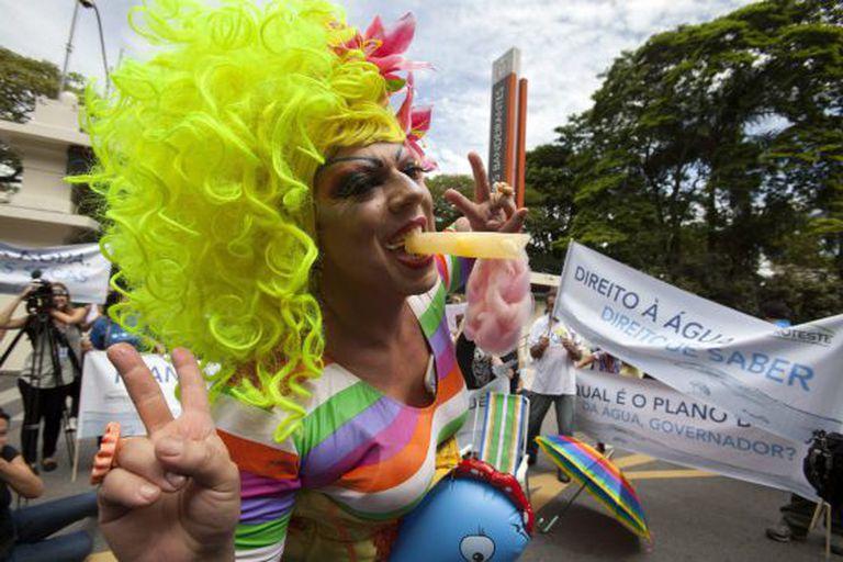Manifestante em frente ao Palácio dos Bandeirantes, no dia 26.