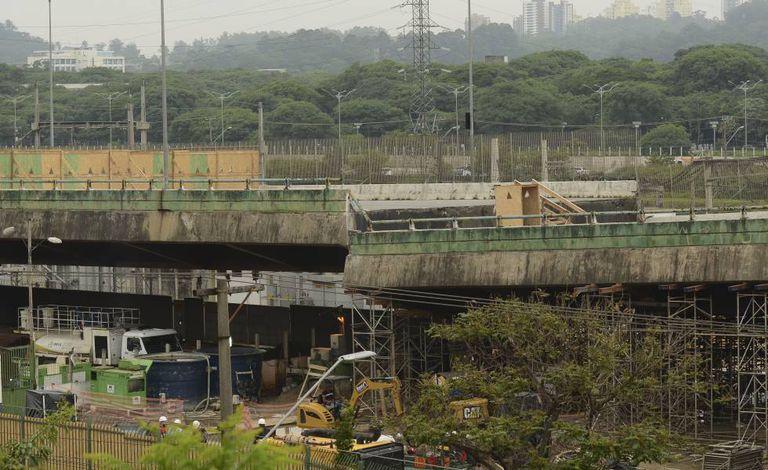 Viaduto que cedeu na pista expressa da Marginal Pinheiros no dia 15 de novembro, na altura do Parque Villa Lobos, zona oeste de São Paulo.