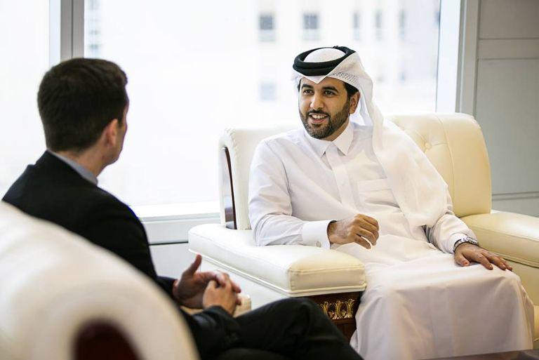 O porta-voz do Governo de Catar, durante a entrevista.