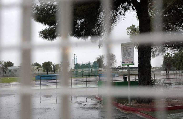 Alhama de Múrcia. Porta principal da pista de atletismo.