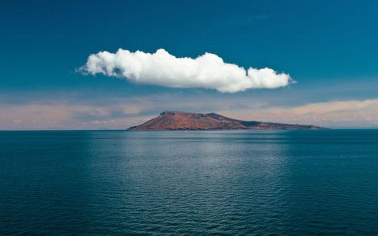 Vista da ilha Amantani, na parte peruana do lago Titicaca.