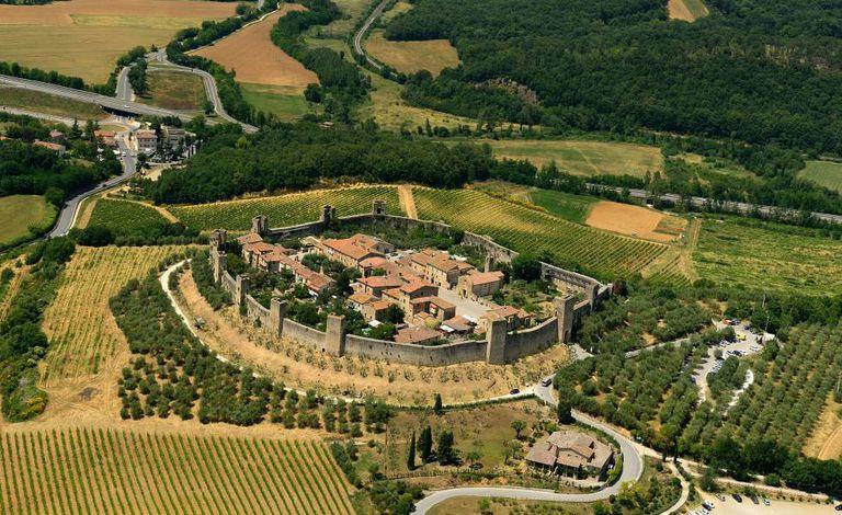 Vista aérea de Monteriggioni, na Toscana.