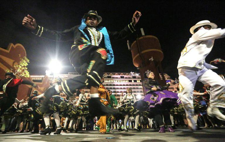Artistas de rua fazem festa no Boulevard Olímpico