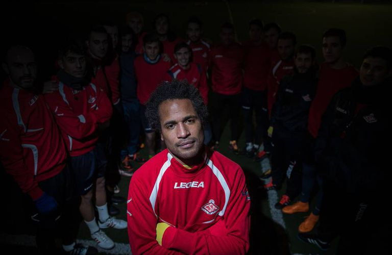 Carlos Sánchez, junto com os colegas de time.