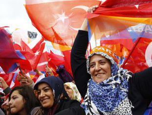 Partidárias do AKP em comício em Ancara.