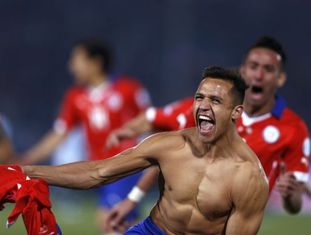 Alexis Sanchez celebra título do Chile.