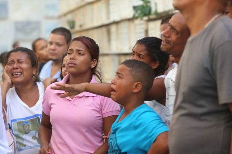 Parentes dos mortos de Cabula (Salvador), em fevereiro deste ano.