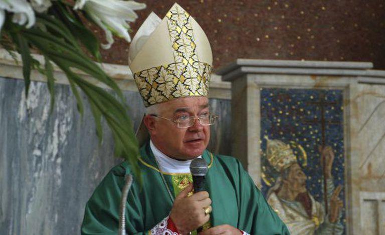 O sacerdote Josef Wesolowski em Santo Domingo, em 2009.