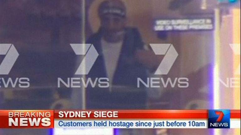 Reprodução de TV australiana mostra o homem que a polícia aponta como um dos suspeitos.