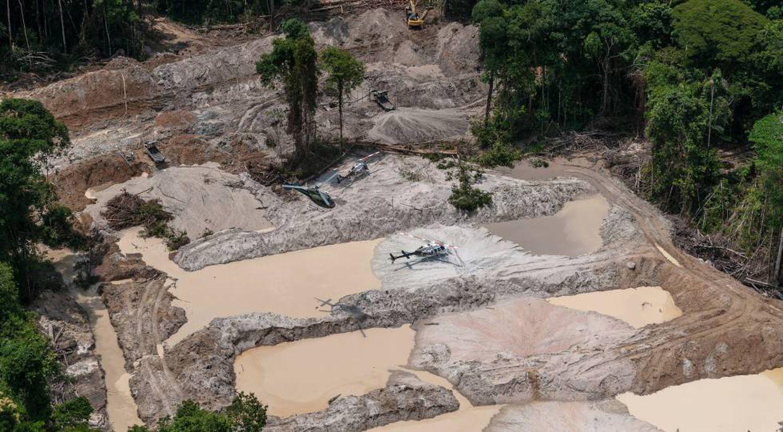 Grupo Especializado de FiscalizaçãO do IBAMA desativa garimpos ilegais nos parques nacionais do Jamanxim e do Rio Novo, no Pará.