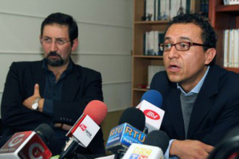 Os jornalistas Christian Zurita e Juan Carlos Calderón. / AFP