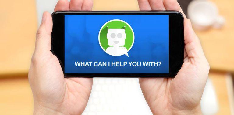 Agente virtual atendendo a um cliente através do smartphone.