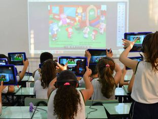 Alunos em escola de São José dos Campos.