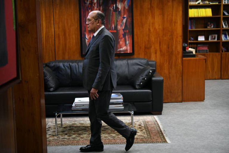 O ministro em seu gabinete em Brasília.