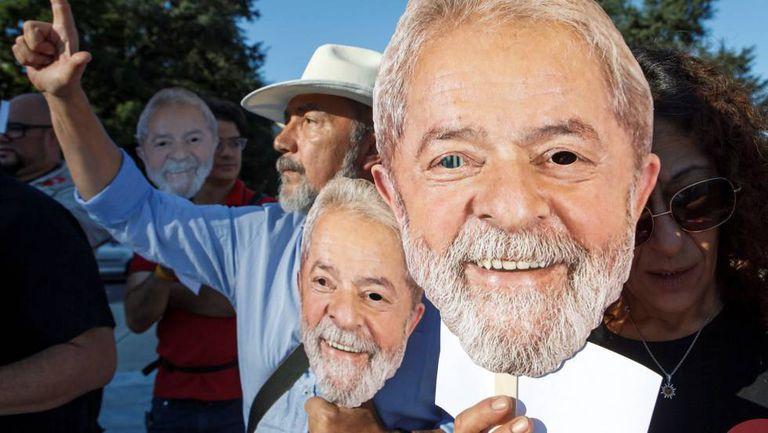 Manifestantes em uma marcha a favor da candidatura de Lula.