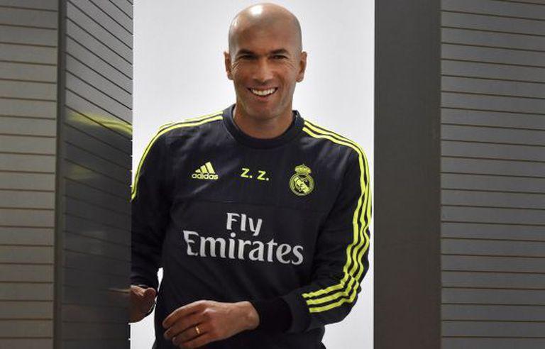 O sorriso de Zidane em sua primeira coletiva de imprensa.