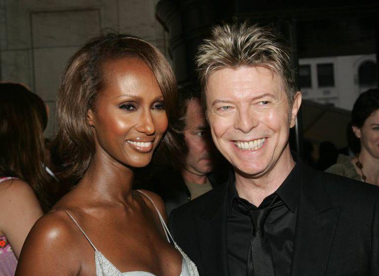 David Bowie e a esposa Iman, com quem o músico era casado e tinha uma filha, em imagem de 2005.