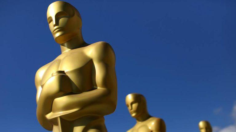 Estátuas do Oscar como cenário da edição de 2017 desse prêmio cinematográfico