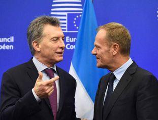 O presidente do Conselho Europeu, Donald Tusk, recebe o presidente da Argentina, Mauricio Macri, em Bruxelas, na segunda-feira.