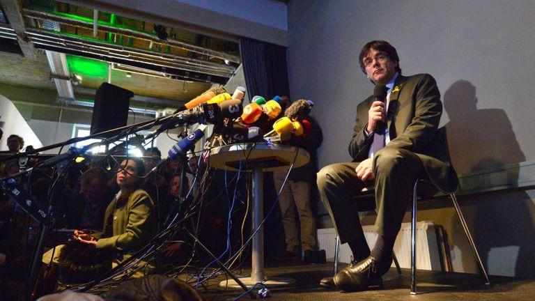 Puigdemont em conferência na Alemanha