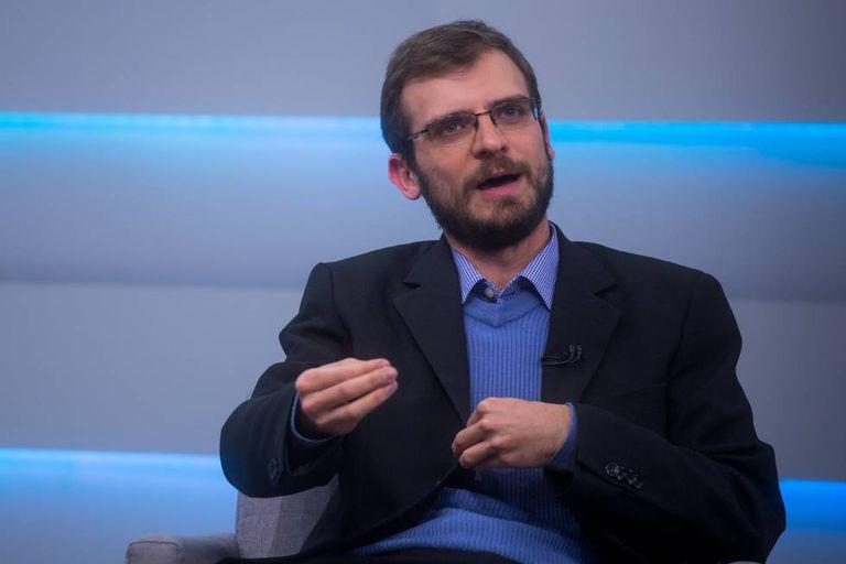 O candidato do PCO, Henrique Áreas, durante a sabatina.