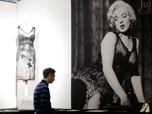 Vestido de Marilyn Monroe do filme 'Quanto mais Quente Melhor' que será leiloado.
