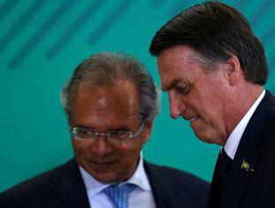 Paulo Guedes e Jair Bolsonaro, nesta segunda-feira, em Brasília.