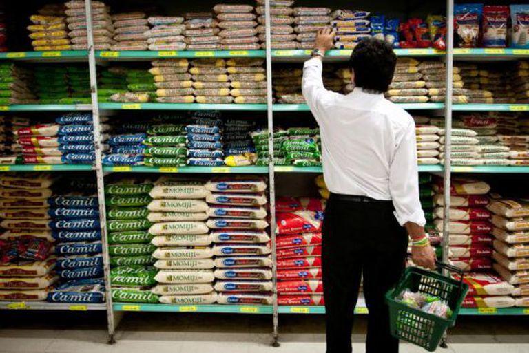 Brasileiros apostam em marcas próprias para driblar alta de preços.