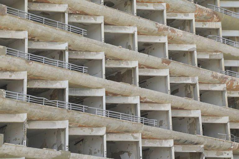 Um dos grandes hotéis da praia de Varosha, hoje completamente abandonado.