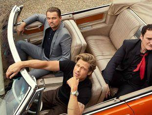 Leonardo DiCaprio, Brad Pitt e Quentin Tarantino, numa foto de divulgação de 'Era Uma Vez em... Hollywood'.