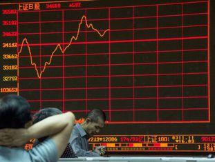 A Bolsa de Xangai registrou a maior queda dos últimos anos na segunda/