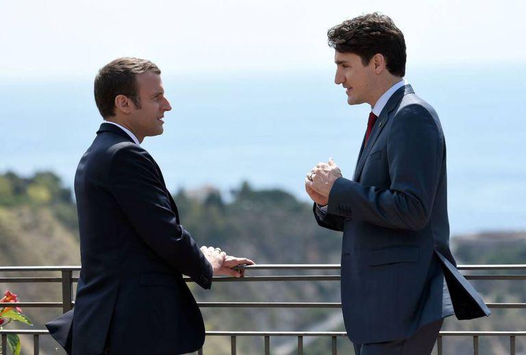 O primeiro-ministro do Canadá, Justin Trudeau, e o presidente francês, Emmanuel Macron, na cúpula do G7 em Taormina (Sicília).