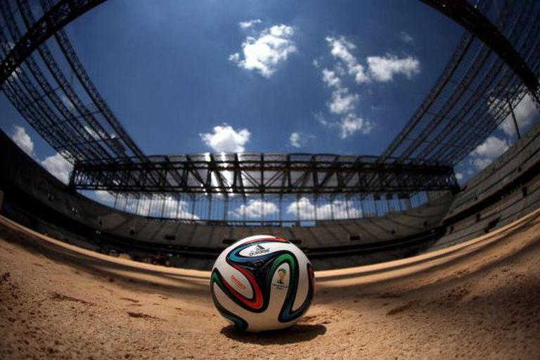 Bola oficial no estádio de Curitiba.