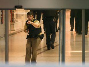 Polícia cerca centro comercial após relatos de disparos. A imprensa alemã fala em vários mortos e feridos. Já a polícia confirmou ao menos seis mortos