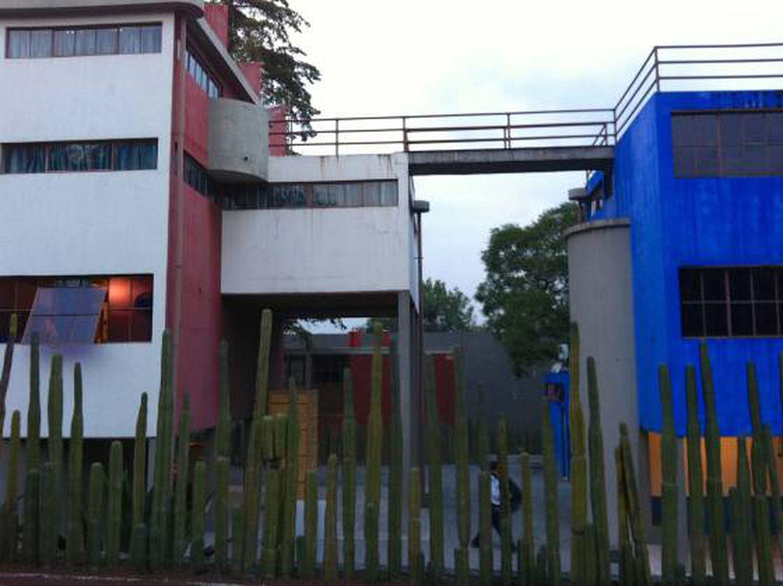 As casas de Frida e Diego em San Ángel, unidas por uma ponte.