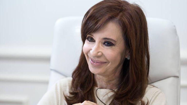 A ex-presidenta Cristina Fernández de Kirchner em seu escritório, durante a entrevista ao EL PAÍS