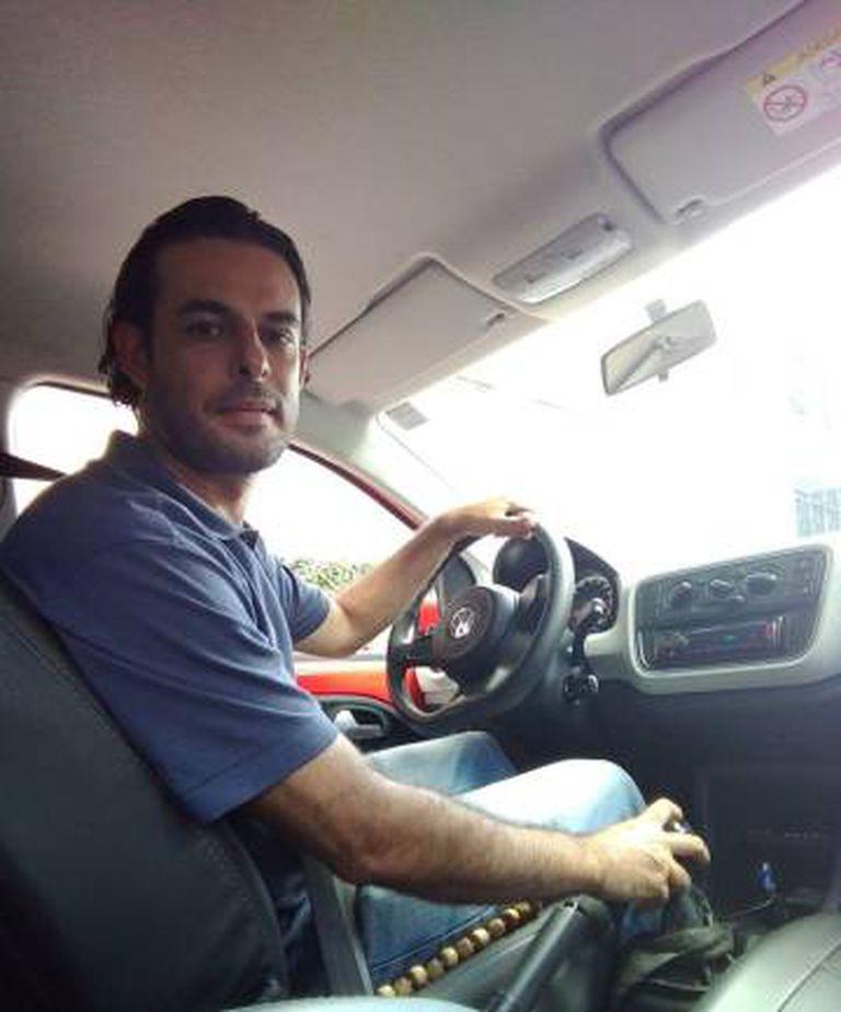 Após perder o emprego de carteira assinada, Edson Maciel se tornou motorista do aplicativo Uber.