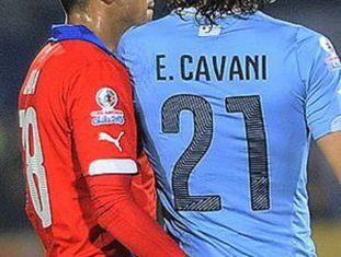 Jara agride a Cavani no Chile-Uruguai.