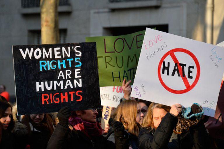 """""""Os direitos das mulheres são direitos humanos"""". Tirada em Paris."""