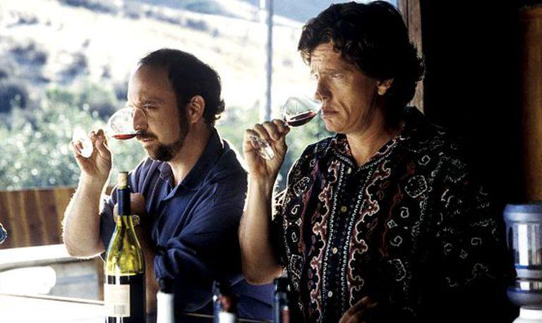 Paul Giamatti e Thomas Haden Church ensinam em 'Sideways' (2004) o que é preciso fazer antes de beber. / CORDON