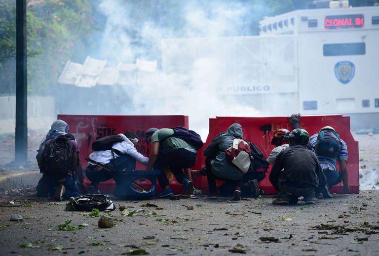 Estudantes venezuelanos protestam nesta quinta-feira, em Caracas.