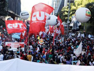 Protesto realizado no fim de março contra as reformas trabalhista e da previdência, em São Paulo.