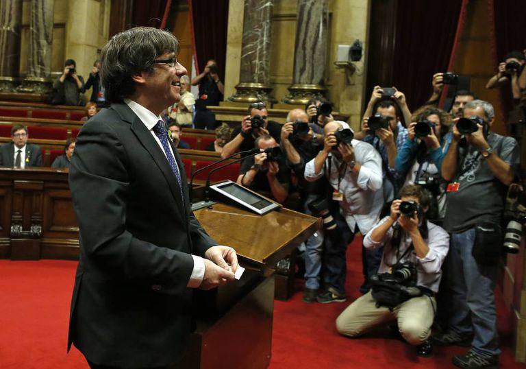 O presidente da Generalitat, Carles Puigdemont, no Parlamento catalão.