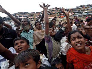Refugiados rohingya chegam a Bangladesh.