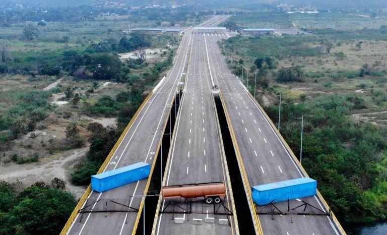 Vista aérea da Ponte Internacional de Tienditas, nesta quarta-feira.