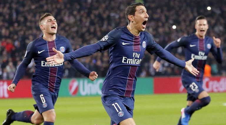 Di María celebra seu gol de falta.