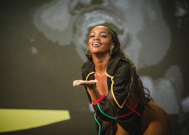 Além de tocar em grandes festivais, Iza estrelou o The Voice Brasil este ano.