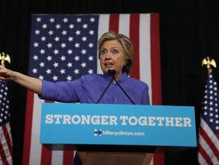 Clinton, neste domingo, em um comício na Flórida.