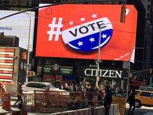 Cartaz publicitário incentiva o voto em Nova York.